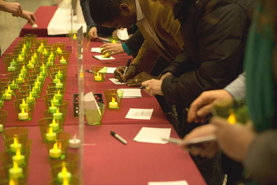Participants choosing candles and writing memory cards